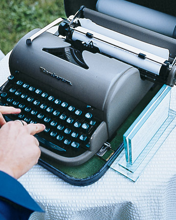mwa102447_spr07_typewriter_xl