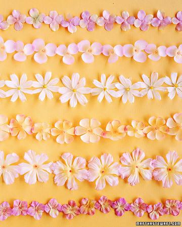 a99938_spr03_flowergarland_xl