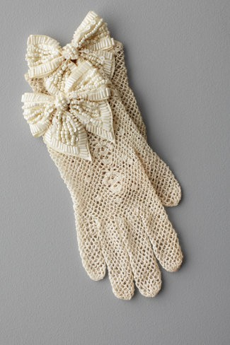 /10/we-lovelace-gloves/